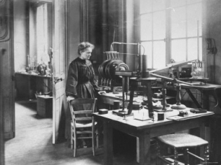 Marie Curie a laborjában